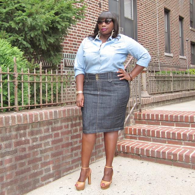 celebrity style for plus size curves get rihanna 39 s denim skirt look stylish curves. Black Bedroom Furniture Sets. Home Design Ideas