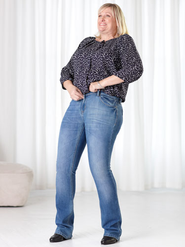 550917fdc0933-0313-woman-zipping-jeans-lgn